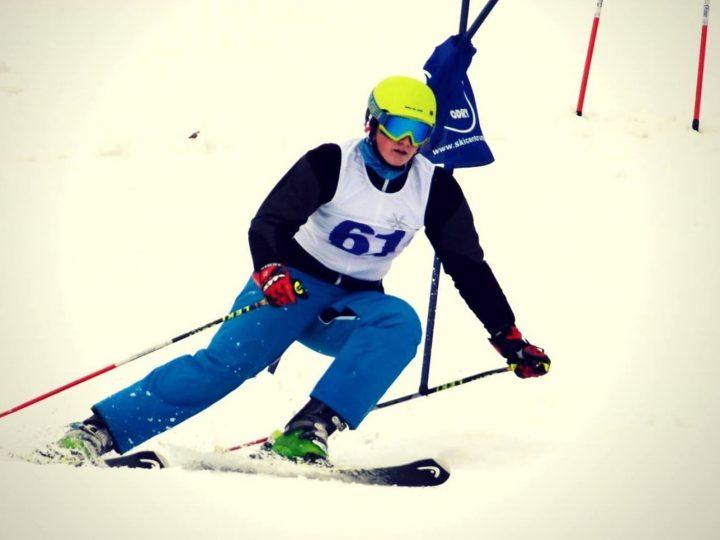 Závody v obřím slalomu