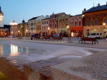 Hudební a taneční vystoupení na Masarykově náměstí