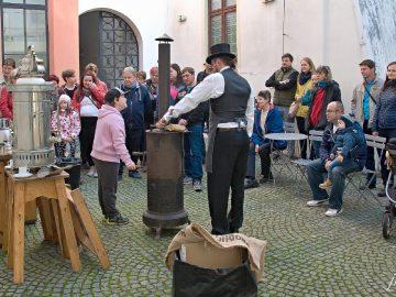 Prvorepubliková kafírna / fotogalerie / Prvorepubliková kafírna v muzeu na Staré radnici, foto: Jiří Necid