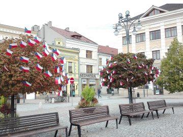 Vlajkovníky v centru Hranic / fotogalerie / Vlajkovníky na náměstí, foto: Ivana Žáková