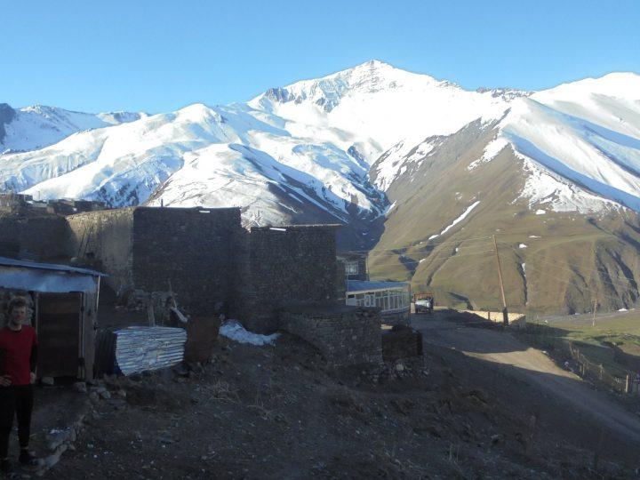 Na kole do horských vesnic Ázerbájdžánu