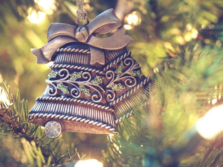 Rozsvícení vánočního stromu u domova seniorů