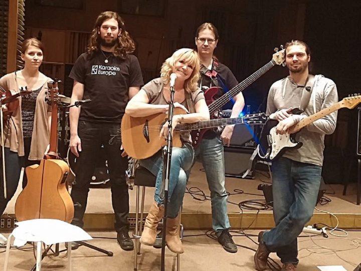 Věra Martinová s kapelou