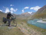 Sám na kole horskou divočinou Ťan-Šanu